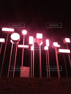 一時停止の標識が夜間ライトアップ - No.847987