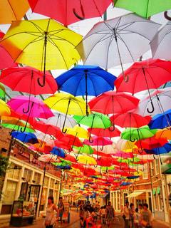 カラフルな傘の写真・画像素材[842106]
