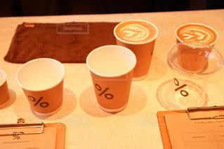 テーブルの上のコーヒー カップ - No.907917