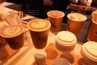 テーブルの上のコーヒー カップ - No.907928