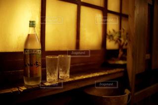テーブルの上に座って花瓶の写真・画像素材[1276900]