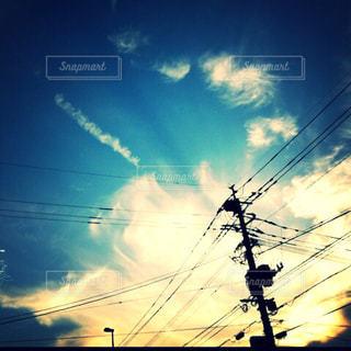 空には雲のグループの写真・画像素材[1312540]