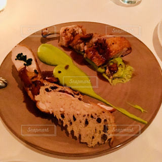 シンガポール、マリーナ・ベイ・サンズのレストランにてディナーの写真・画像素材[871807]