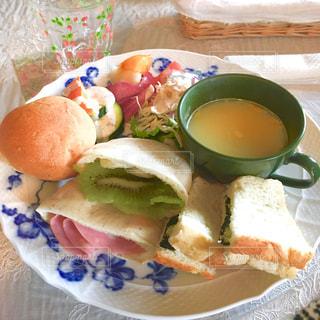 カフェのサンドイッチの写真・画像素材[885941]