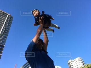 空飛ぶ赤ちゃんの写真・画像素材[2386445]