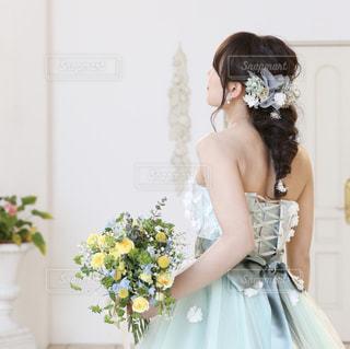ウェディング ドレスを着た女性の写真・画像素材[1041905]