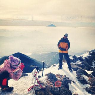 赤岳山頂。遠くに見えるのは富士山。の写真・画像素材[915868]