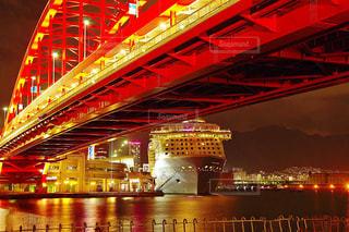 大きな橋が夜ライトアップの写真・画像素材[1013901]