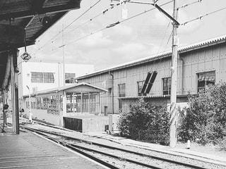 鉄道駅の黒と白の写真 - No.849239