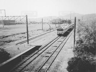線路に大きな長い列車 - No.849346