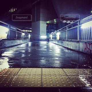 電車の駅で地下鉄の電車の写真・画像素材[849927]