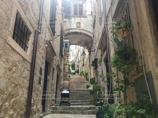 石畳みの旧市街の写真・画像素材[1175417]
