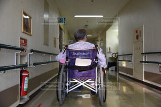 後ろ姿,背中,後姿,おばあちゃん,祖母,後ろ,病院,車椅子,リハビリ,センター