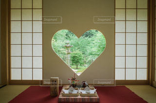 自然,建物,屋内,花瓶,窓,アート,テーブル,ハート,壁,家具,和室,和風,旅館,商事