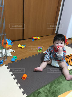 マイホーム,屋内,赤ちゃん,おもちゃ,遊び