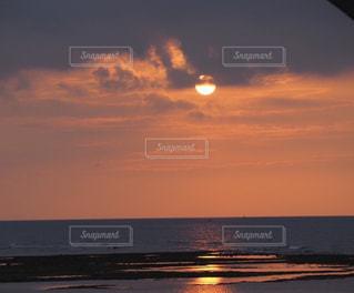 空,夕日,屋外,ビーチ,雲,夕暮れ,水面,海岸,沖縄,夕陽,サンセット