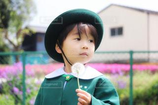 帽子をかぶった小さな男の子の写真・画像素材[1170427]