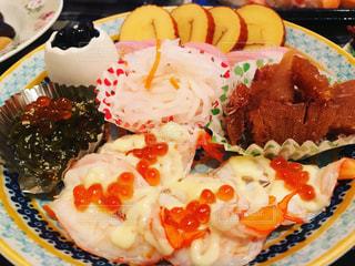 皿の上の食べ物の写真・画像素材[948075]