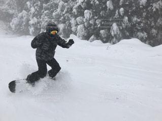 空,冬,雪,屋外,樹木,人物,人,スノボ,スキー場,冬休み,男の人,PassMe
