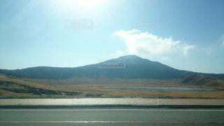 背景の山と水体 - No.858987