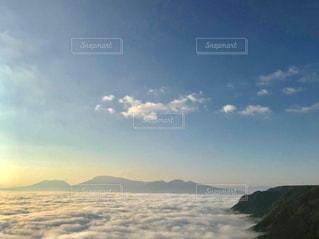 雲が積もった空の写真・画像素材[909527]