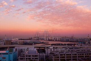 街に沈む夕日の写真・画像素材[866436]