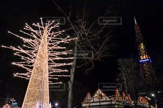 さっぽろテレビ塔とミュンヘンクリスマス市の写真・画像素材[880802]