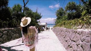 海,ビーチ,雲,青空,後ろ姿,水着,沖縄,旅行,水納島,空と海