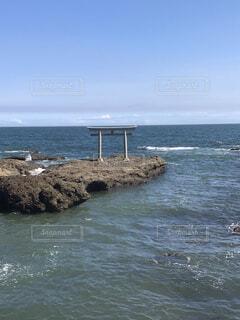海の隣にある水の体の写真・画像素材[4153841]