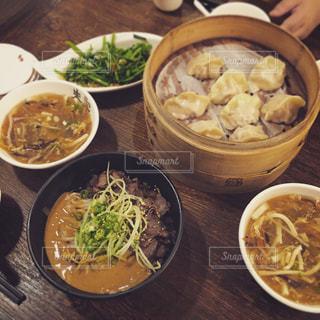 台湾,台北,空芯菜,サンラータン,空芯菜の炒め物,蒸餃子,麻醤麺