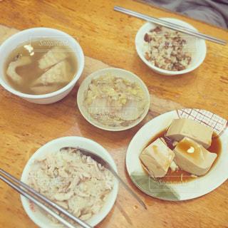 台湾,夜市,台北,魯肉飯,鷄肉飯,苦瓜排骨湯,滷豆腐,滷白菜