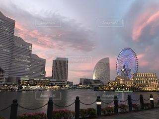 風景,空,夕日,夕焼け,観覧車,夕暮れ,川,都会,みなとみらい,桜木町
