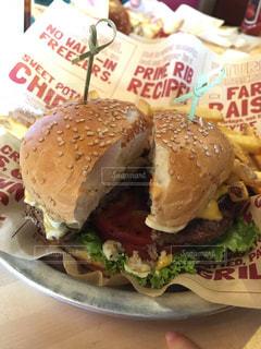 アメリカンなハンバーガーの写真・画像素材[864405]