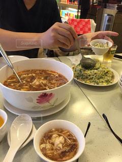 食べ物,食事,美味しそう,テーブル,旅行,料理,台湾,チャーハン,おいしい,台北,海外旅行,小籠包,うまい,酸辣湯,金品茶楼,サンラータン