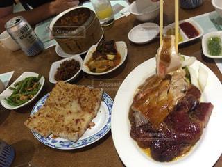 食べ物,食事,ディナー,テーブル,皿,料理,台湾,おいしい,チキン,台北,海外旅行,うまい,複数,ダック,ソウルフード,大根餅,京星港式飲茶