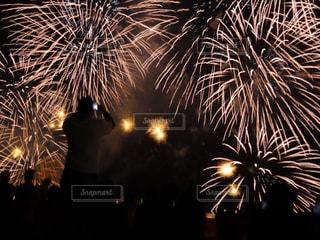 空に花火のグループの写真・画像素材[1314036]