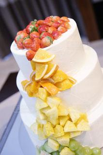食べ物,花,ケーキ,マンゴー,結婚式,オレンジ,苺,デザート,フルーツ,メロン,みかん,パイナップル,ウェディングケーキ,競争,フルーツたっぷり,三段ケーキ