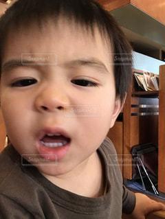 怒ってる男の子の写真・画像素材[926795]