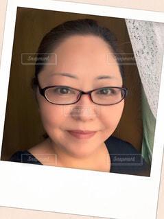 メガネ、カメラ目線の女の写真・画像素材[873339]