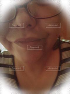 ガラス越しの唇の写真・画像素材[873946]