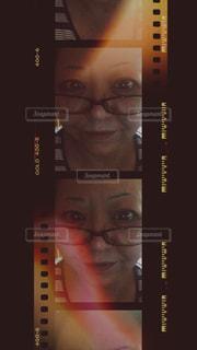 女性は口を閉ざすの写真・画像素材[873951]
