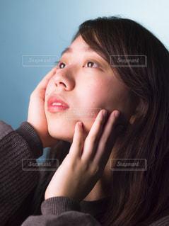 電話で話している若い女の子 - No.866833