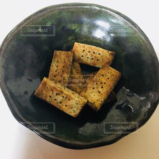 器に盛った米粉ショートブレッド(紅茶味)の写真・画像素材[867058]