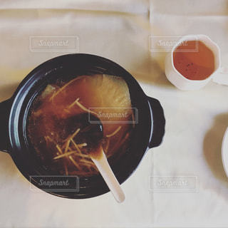 スープとテーブル スプーンのボウル - No.910976