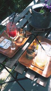 テーブルに座っているポットの写真・画像素材[1412710]