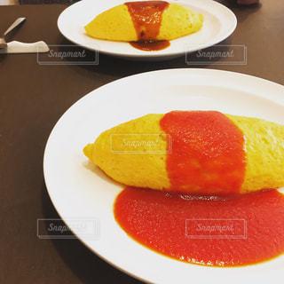 食べ物,ランチ,黄色,テーブル,皿,卵,ご飯,オムレツ,ケチャップ