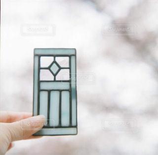 携帯電話を持っている手の写真・画像素材[2896367]