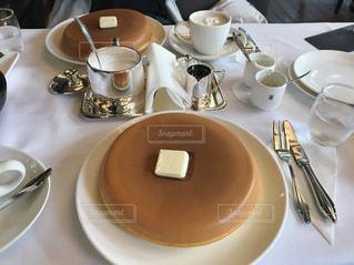テーブルの上のコーヒー カップ - No.868582