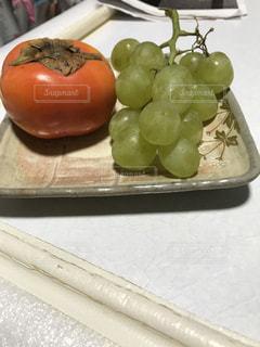 柿とぶどうの写真・画像素材[896837]