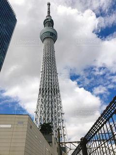 バック グラウンドで東京スカイツリーを背の高い金属塔の写真・画像素材[1202704]